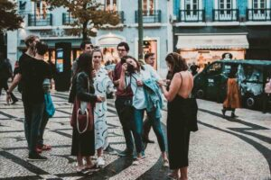 How to save money while traveling in a group?
